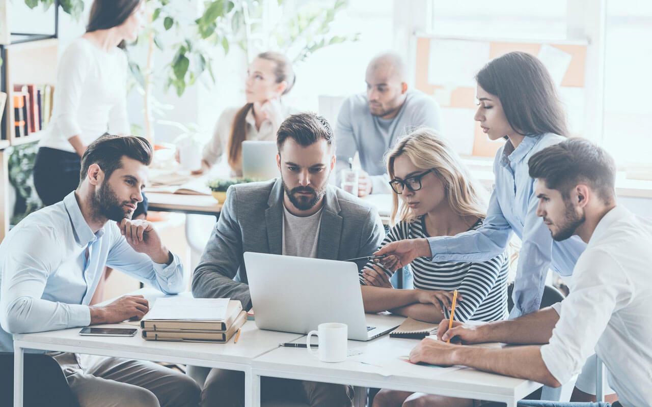 Il mondo del lavoro cambia in fretta: adeguarsi a nuove tecnologie, piattaforme e metodi permette di aumentare efficacia ed efficienza.